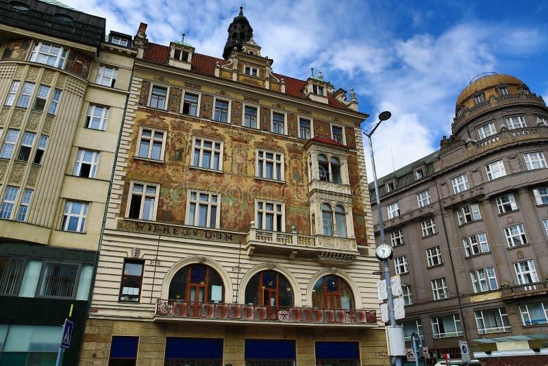 Старинные здания на квадрате Wenceslas, Праге, чехии стоковое фото rf