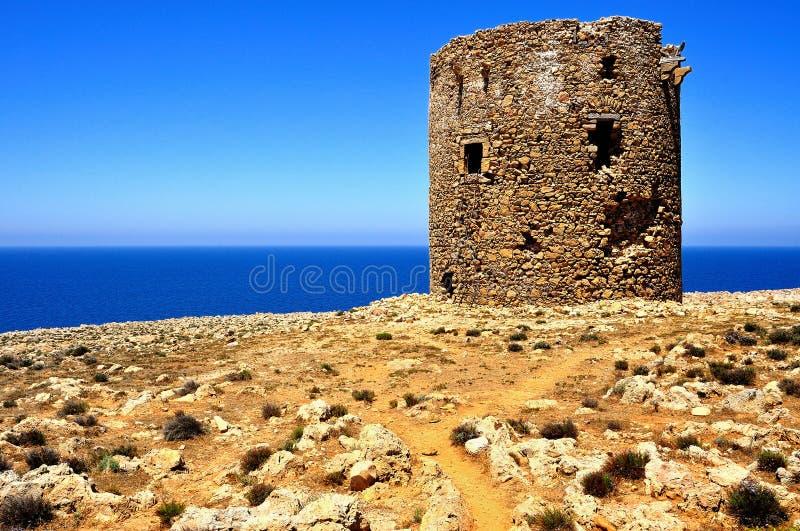 Стародедовская сторожевая башня пляжа Cala Domestica, Сардинии, Италии стоковая фотография