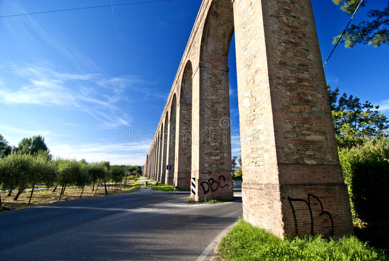 стародедовский мост-водовод Италия lucca стоковые изображения rf