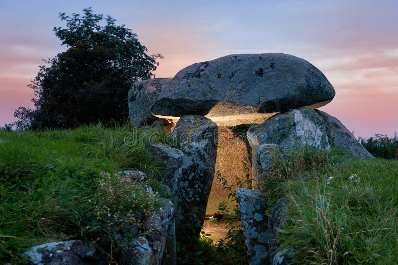 Стародедовский неолитический дольмен, остров Moen стоковые изображения rf