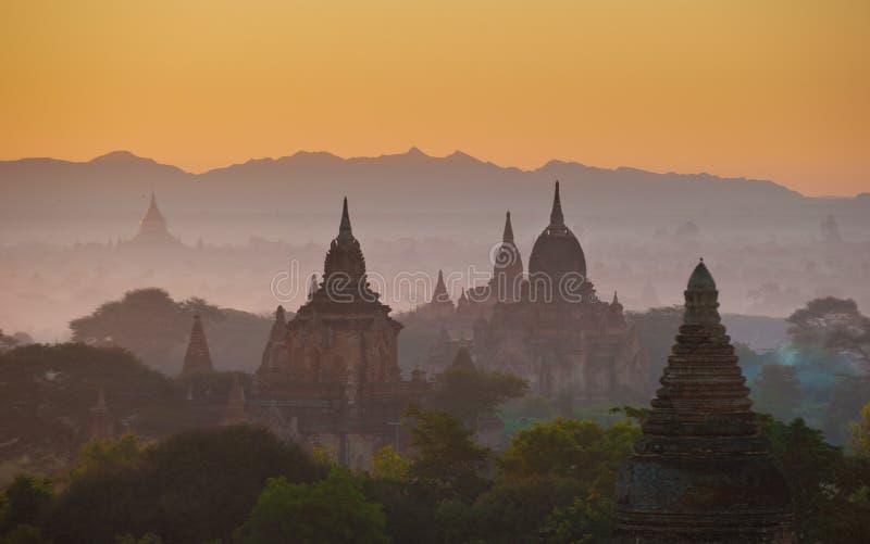 стародедовский bagan myanmar над восходом солнца стоковые изображения