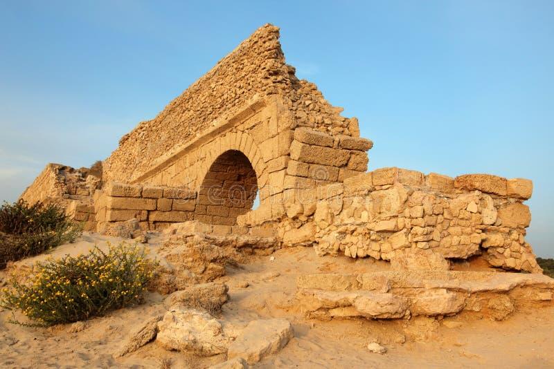 стародедовское ceasaria мост-водовода римское стоковые изображения rf