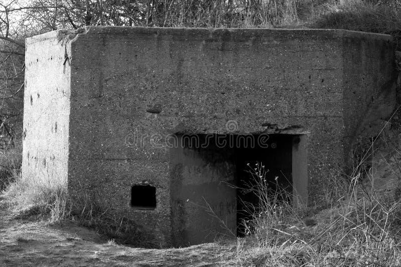 Старое военное бетонное оборонительное сооружение стоковое фото