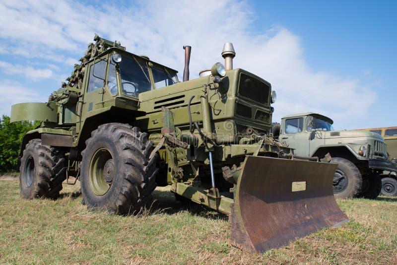 Старое военное инженерство Armored бульдозер стоковые изображения