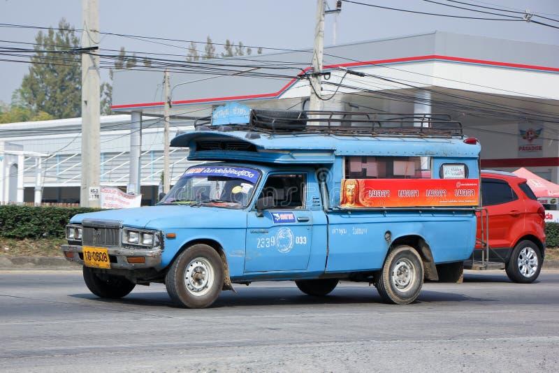 Старое голубое мини такси тележки стоковые фото