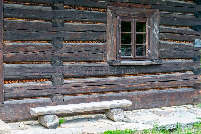 Старое деревянное окно дома стоковая фотография rf