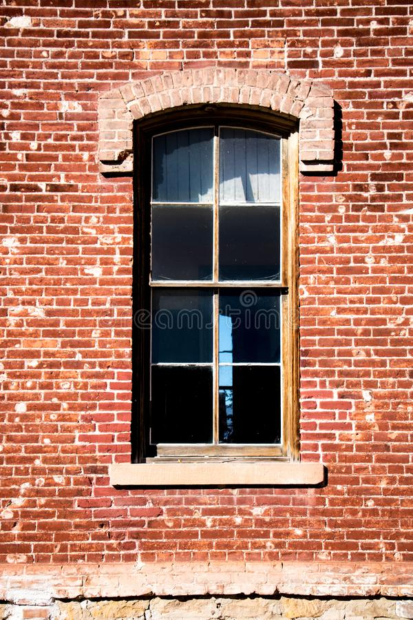 Старое западное окно кирпича в Монтане стоковые фотографии rf