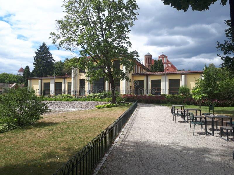 Старое здание в саде Bernardinai стоковая фотография rf