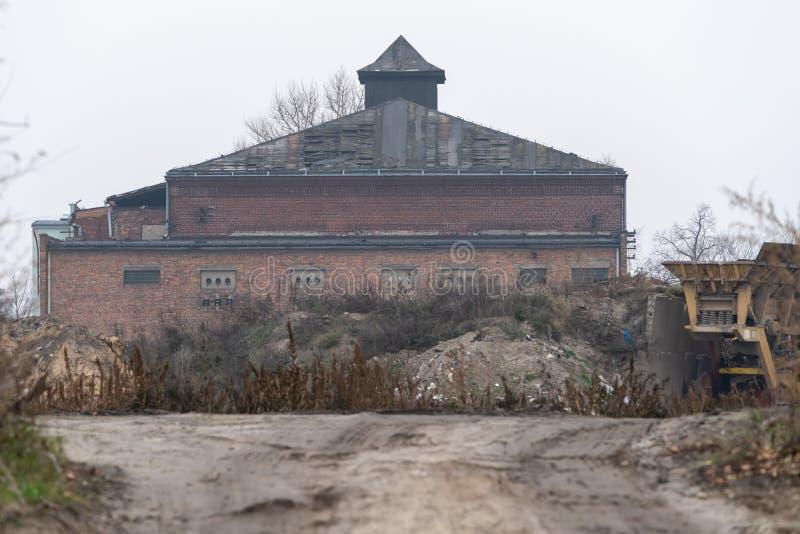 Старое здание в фабрике стоковое изображение