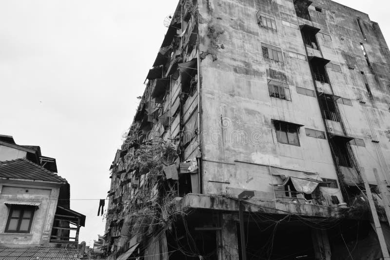 Старое здание в яоварат Чинатауне, Таиланд стоковая фотография rf