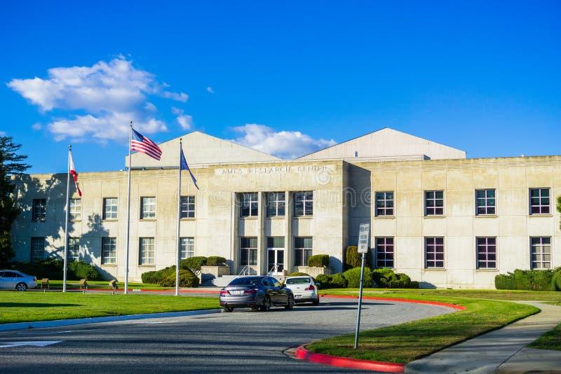 Старое здание на исследовательскийа центр NASA Ames стоковая фотография