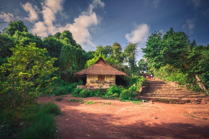 Старое здание около озера Sasthamcotta стоковое фото rf