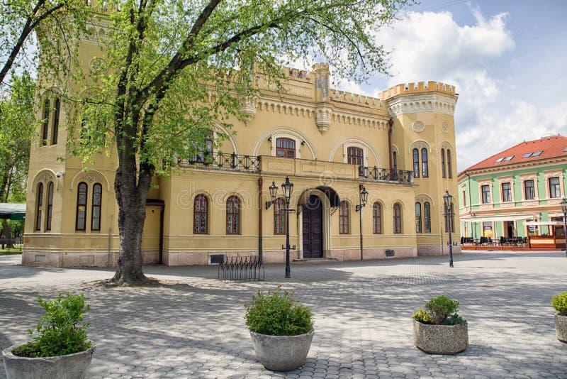 Старое здание в городе Komarno, Словакии стоковые изображения rf