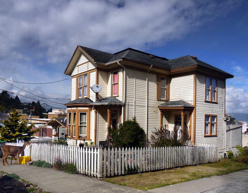 Старое историческое викторианец самонаводит Astoria, Орегон стоковое изображение rf