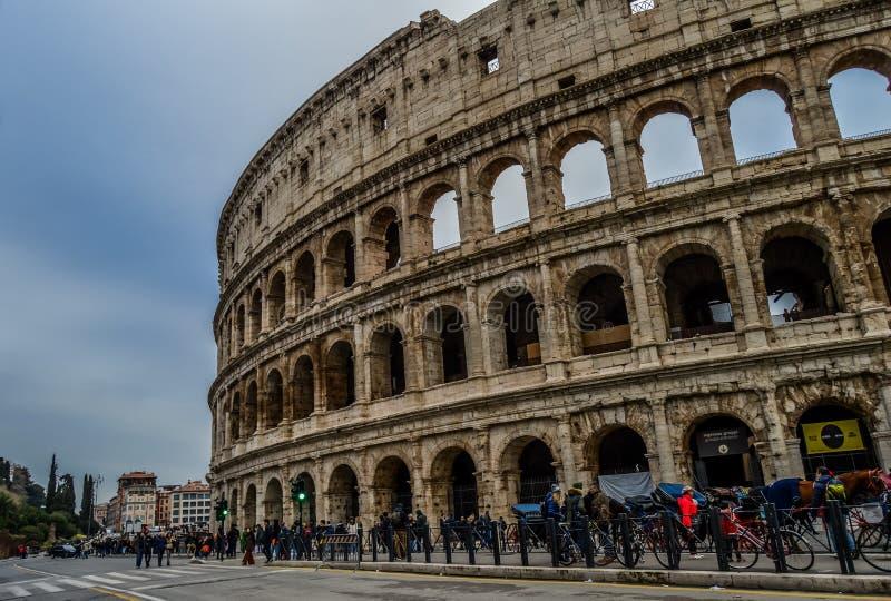 Старое и историческое Colosseum в Риме, Италии стоковая фотография rf