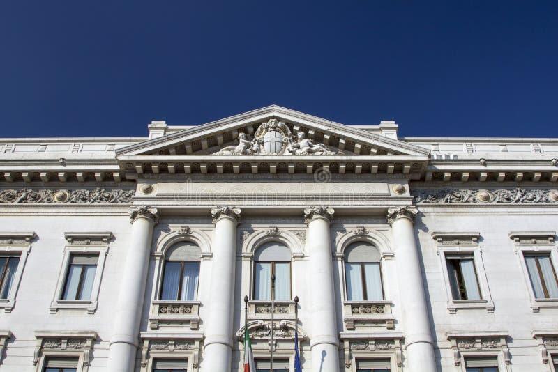 Старое и классическое здание банка стоковое фото rf