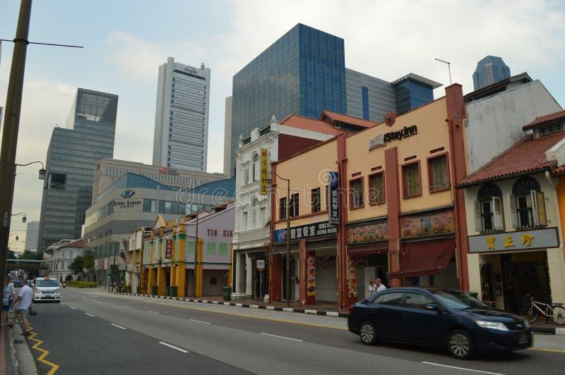 Старое и новое здание в Чайна-тауне, Сингапуре стоковые изображения rf