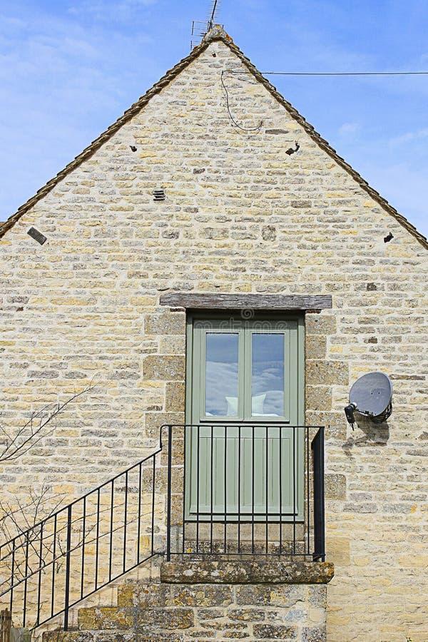 Старое каменное здание с лестницами стоковые фотографии rf