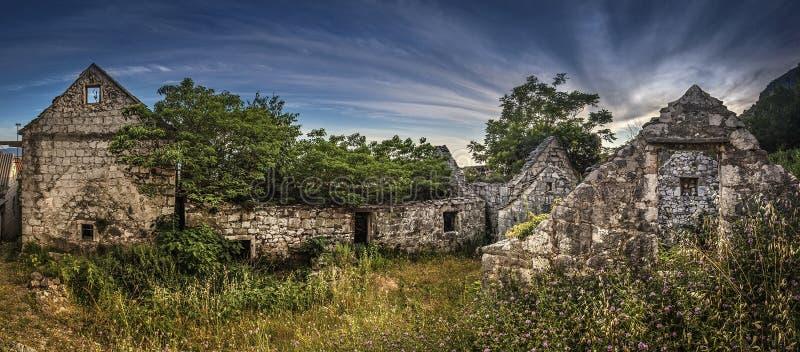 Старое каменное село стоковое изображение rf