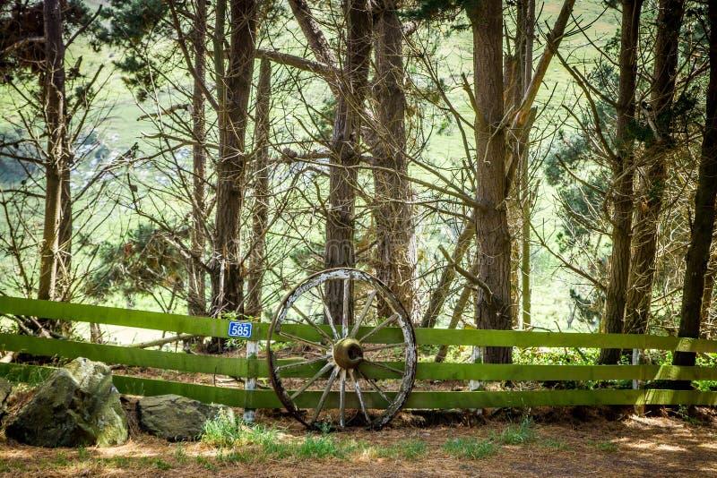 Старое колесо обнести Otago, Новой Зеландией стоковое фото rf