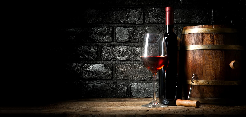 Старое красное вино стоковые изображения rf