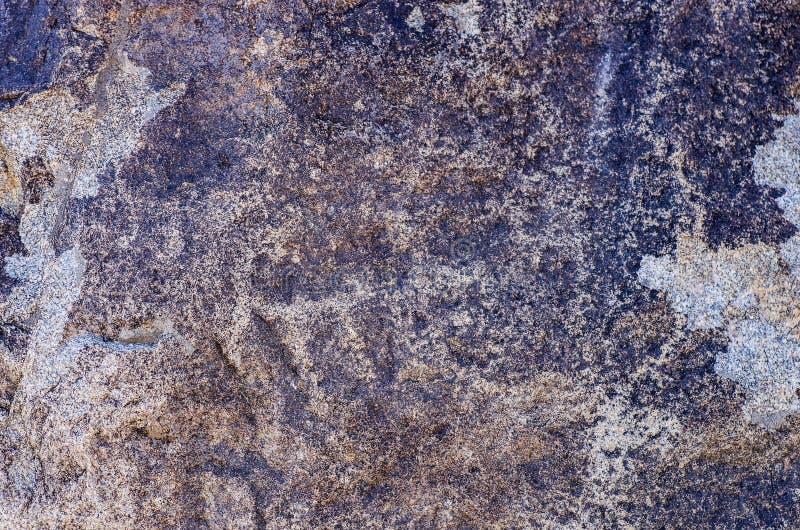 Старое место с историческими петроглифами в Кыргызстане стоковая фотография