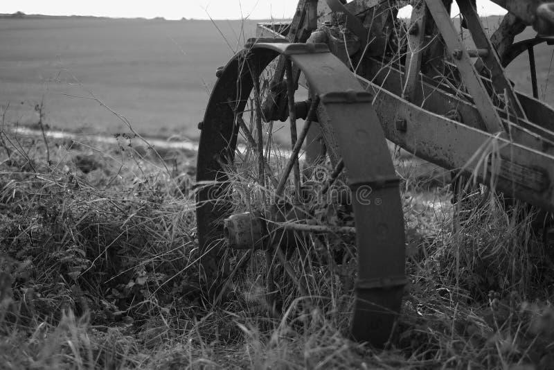 Старое обрабатывая землю машинное оборудование стоковое изображение