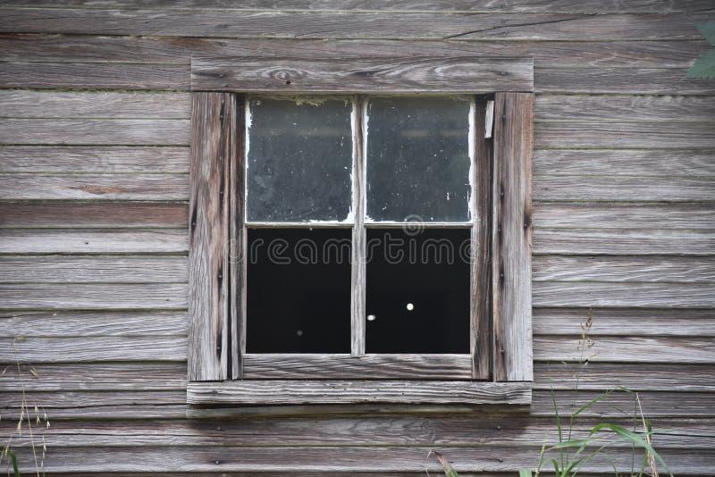 Старое окно амбара в восточном Техасе стоковые фото