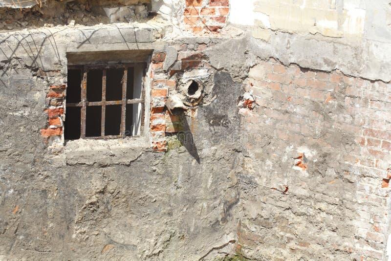 Старое окно погреба стоковые изображения rf