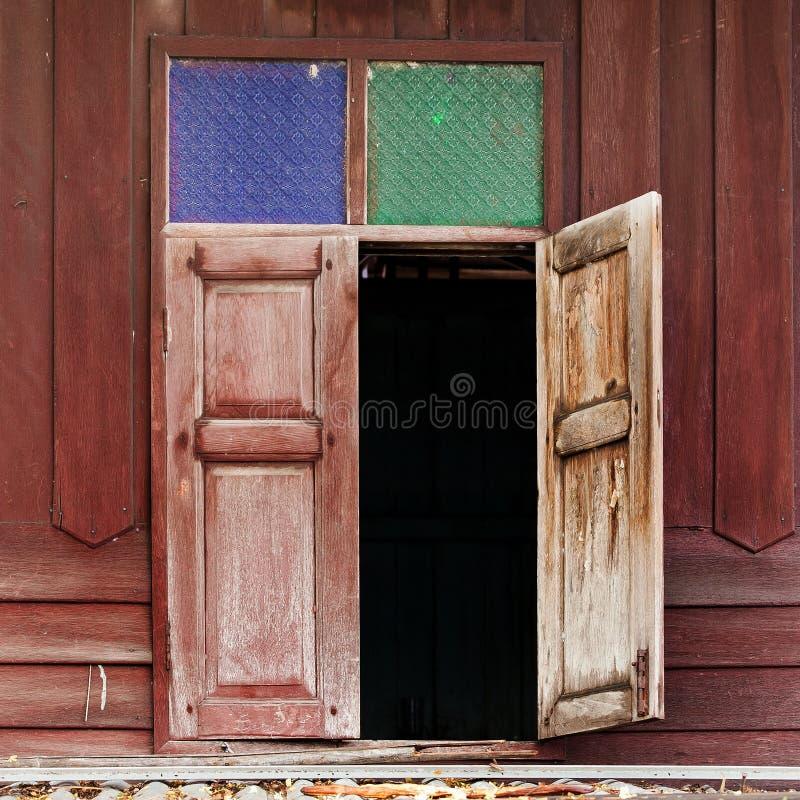 старое окно стоковые изображения