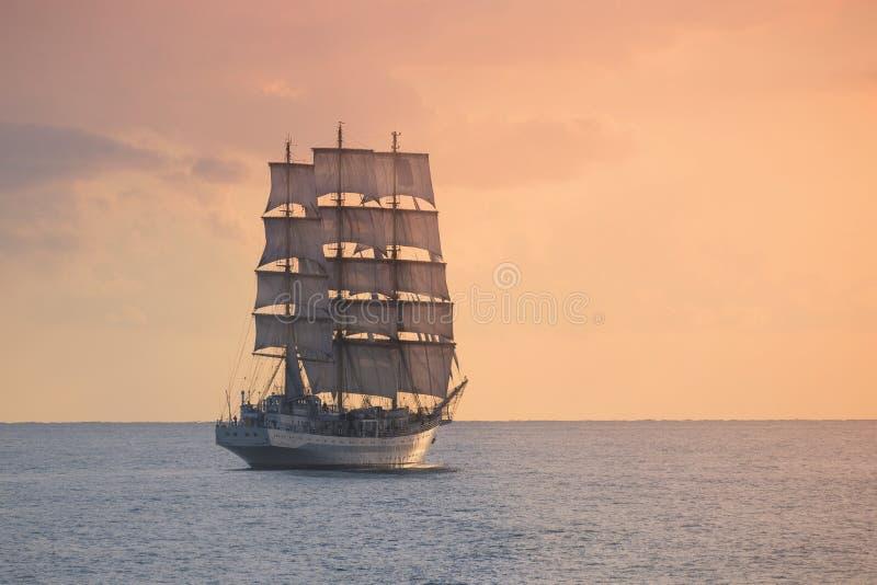 Старое парусное судно в море стоковое фото