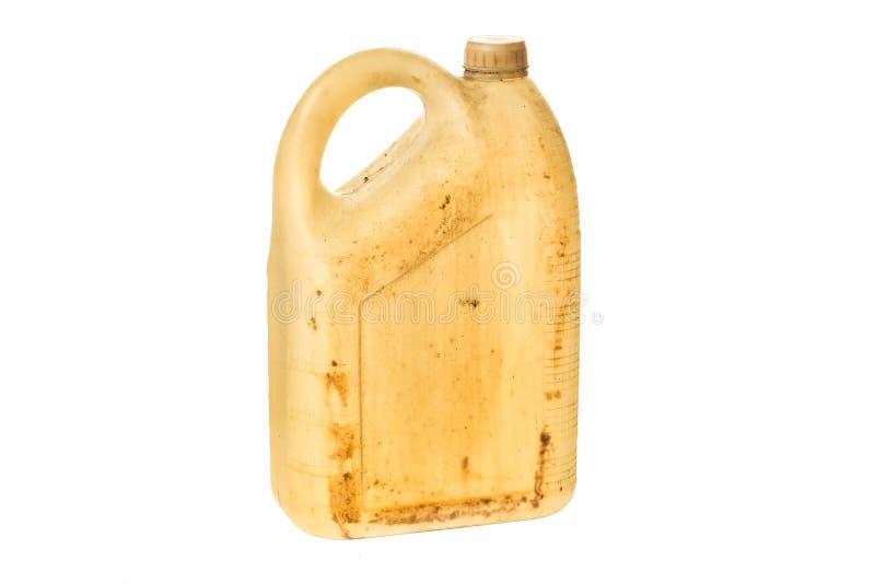 Старое пластичное топливо банки канистры или бензина может изолированный на белой предпосылке стоковое фото rf