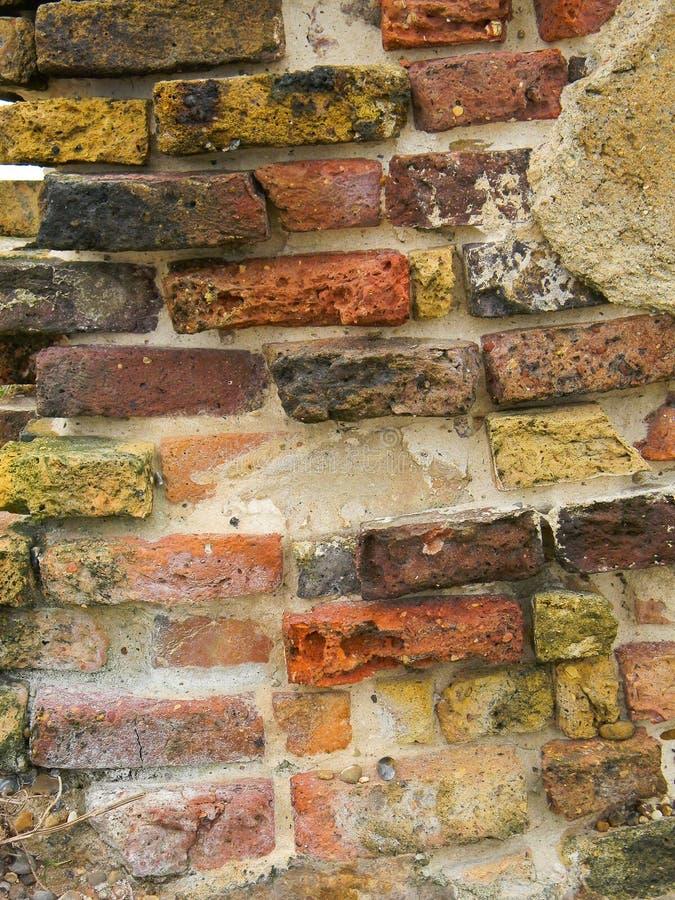Старое побережье суффолька кирпичной стены стоковые фотографии rf