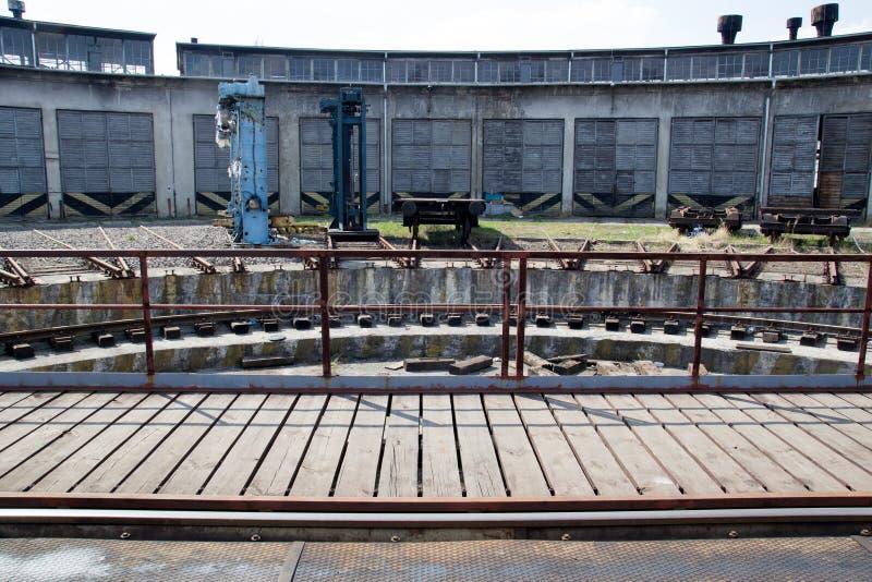 Старое покинутое депо поезда krakow стоковое фото