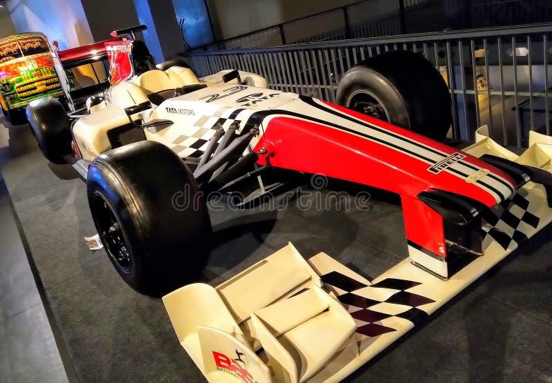 Старое ретро винтажное шоу гоночного автомобиля в музее Гоночный автомобиль формулы красного цвета стоковое изображение