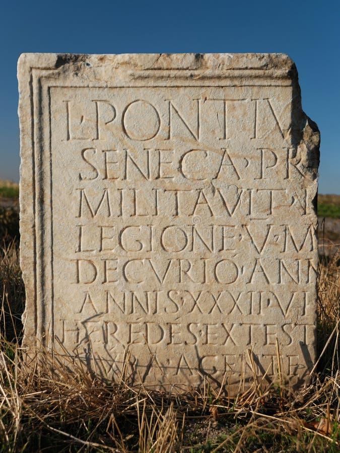 Старое римское сочинительство на таблетке стоковая фотография rf