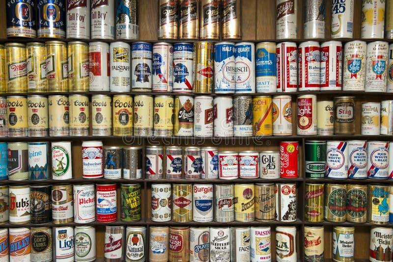 Старое собрание хобби банки пива спирта стоковое фото