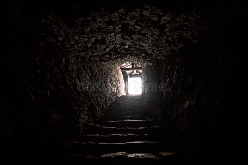 Старое средневековое подземелье стоковая фотография