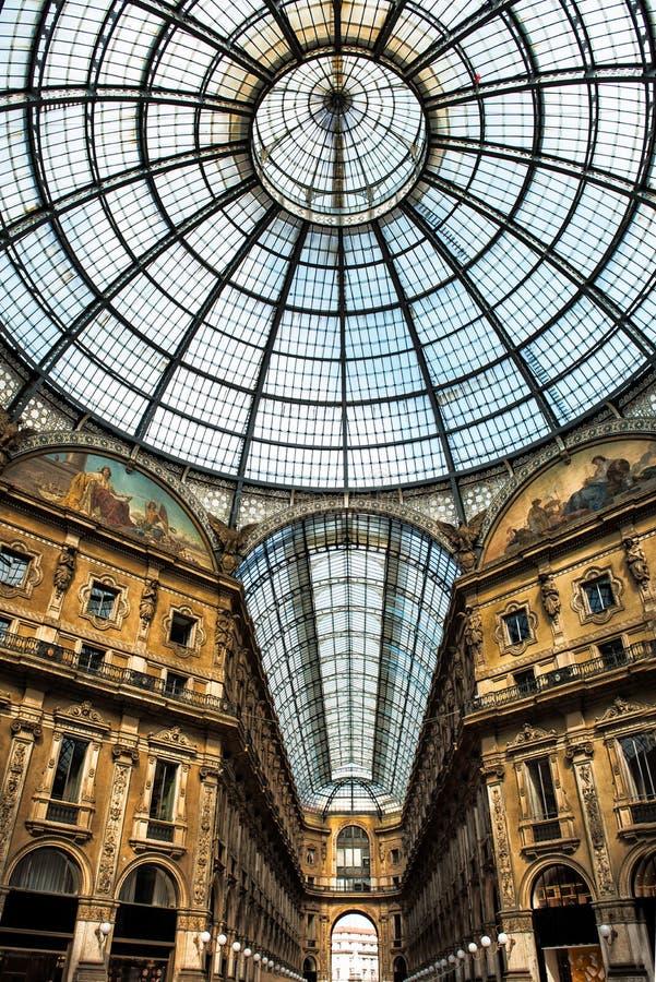 Старое сценарное galeria в Милане Италии стоковое изображение