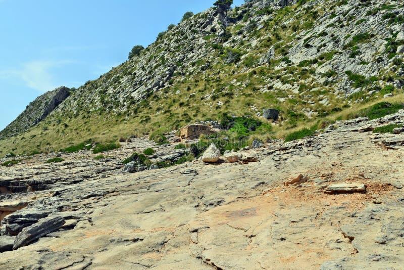 Старое укрепленное городище бункера на холме стоковое изображение rf