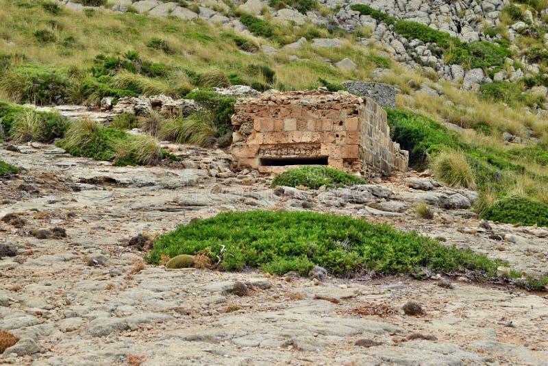 Старое укрепленное городище бункера на холме стоковое фото