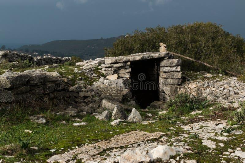 Старое укрытие в Serra de Janeanes стоковое фото rf