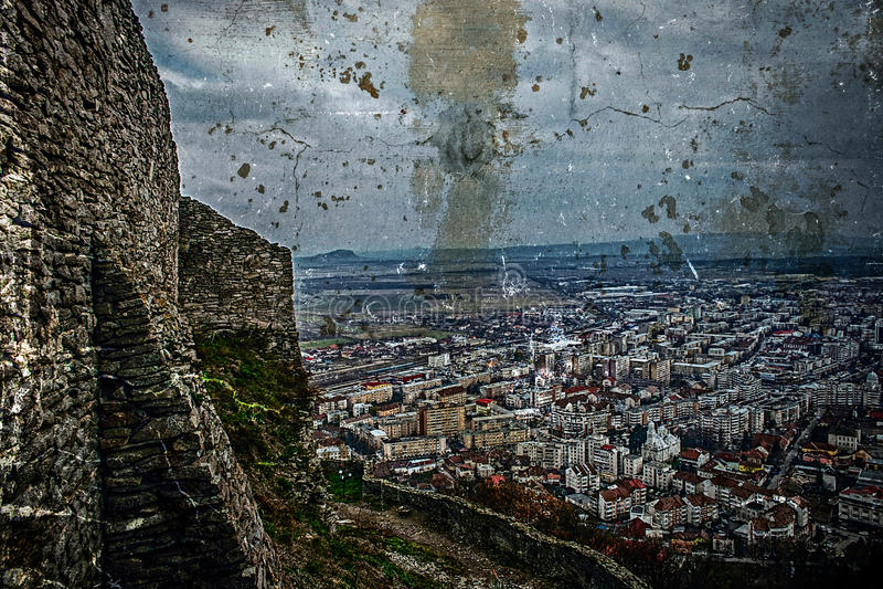 Старое фото с видом с воздуха города Deva, Румынии стоковое фото