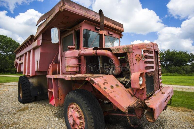 Старое dumptruck угольной шахты стоковое изображение rf