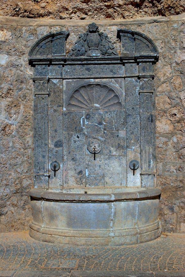 Старое fontain, церковь SS Троица, Кава de Tirreni стоковое изображение rf