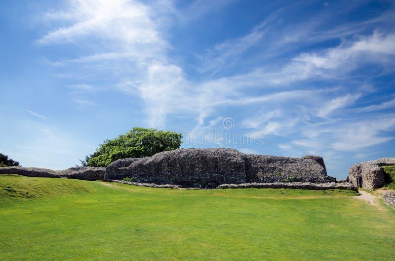 Старое Saram с зеленой травой и голубым небом стоковая фотография