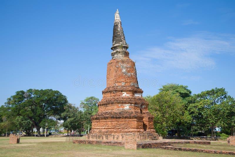 Старое stupa буддийского виска Wat Langkhakhao на солнечном после полудня ayutthaya Таиланд стоковое фото