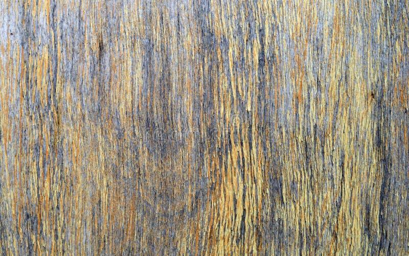 Старой текстура слезли древесиной, который треснутая коричневая желтая стоковая фотография rf