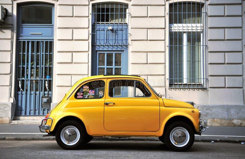 Старомодный автомобиль в улице Будапешта стоковые фотографии rf