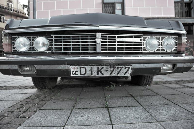 Старомодный лимузин GAZ в улице Тбилиси стоковые изображения rf